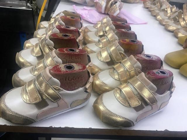 produção dos calçados tip toey joey
