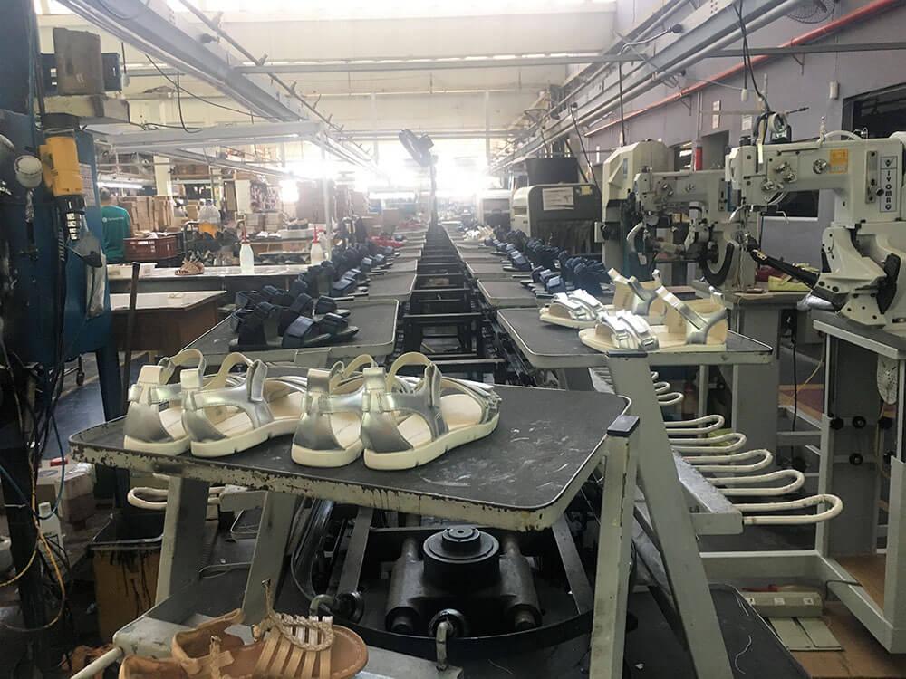 calçados infantis na fábrica tip toey joey